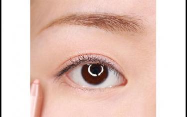 出游假日妆容教程 最适合约会的眼妆