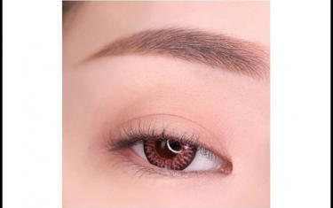 紫红色眼影妆容教程 聚会性感撩人妆