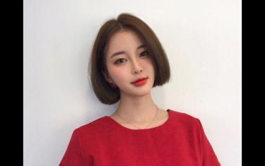 女生甜美短发发型 显小的可爱短发造型图