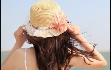 夏天戴帽子怎么扎头发 夏天戴帽子的发型教程