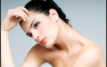 粉底液是非常重要的底妆,颜色一定要适合自己