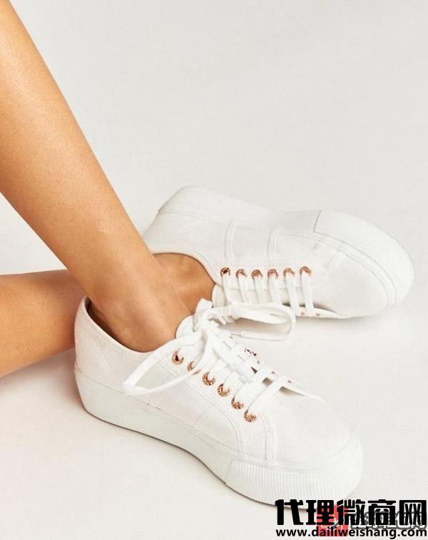白色鞋子清洗的7个步骤