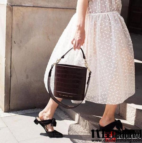 背上这款包包,上街回头率飙升