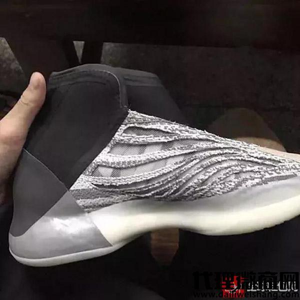 首双Yeezy篮球鞋今年九月发售